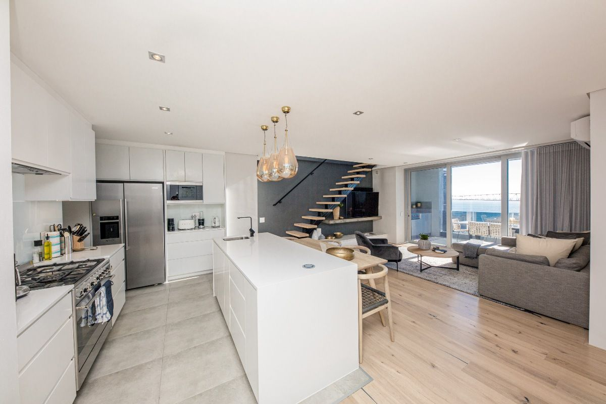 Penthouse #style and #luxury living at this stunning city #apartment. Enjoy the rooftop terrace with private swimming pool&incredible views. https://buff.ly/2VRW4GL  #PenthouseonB #travel #holiday #getaway #SeaPoint #capetown #staywithnox #lionshead #beautiful #amazing  #friends