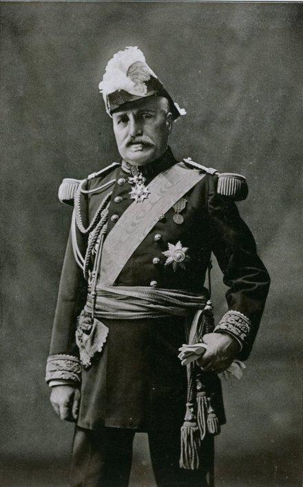 Hommage également au général de Castelnau, qui sauva en 14 l'armée de Lorraine, mais dont la République ne fît pas maréchal car il était trop catholique. Ce grand homme condamna Pétain en 1940 et encouragea la Résistance. #11Novembre #ArmisticeDay