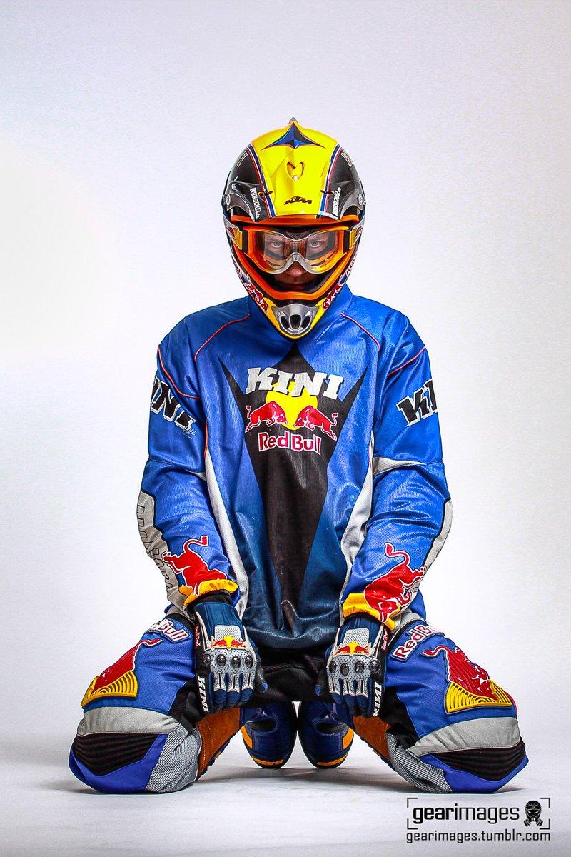 'Stare'  ©2011  More on  http:// gearimages.de      #gearimages #biker #mx #motocross #kini #gearhead #guysingear #stare<br>http://pic.twitter.com/chnWRgsIbZ