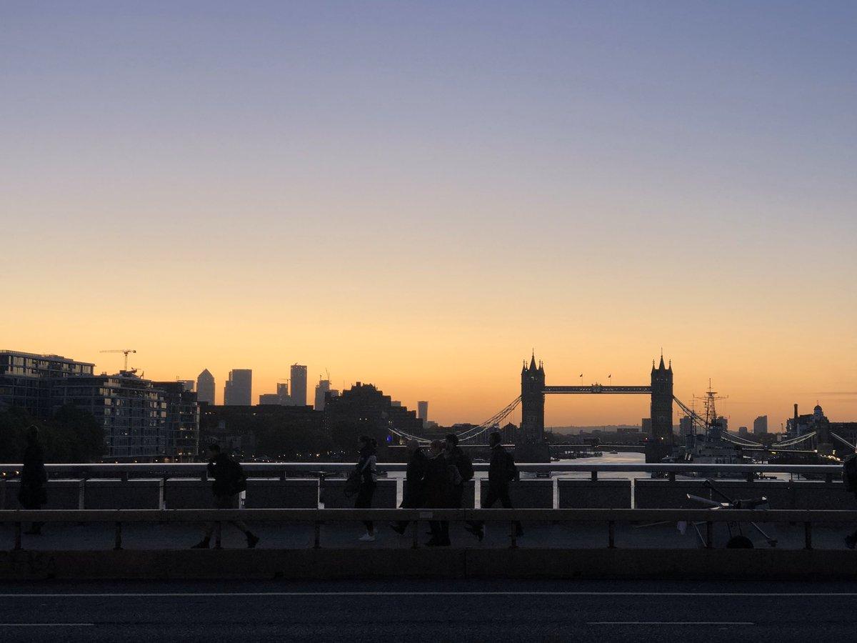 Back to the grind in Beautiful London this cold morning #winteriscoming #MondayMorning #MondayMotivation #London #photooftheday #londonbridge #towerbridge #sunrise