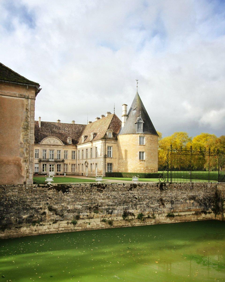 🇫🇷 En ce #11Novembre, adressons toutes nos pensées aux soldats morts pour la France. 🇫🇷 #ArmisticeDay 🏰 Le château vous accueille aujourdhui de 10h à 18h avec des visites guidées à 11h30, 14h30 et 16h.