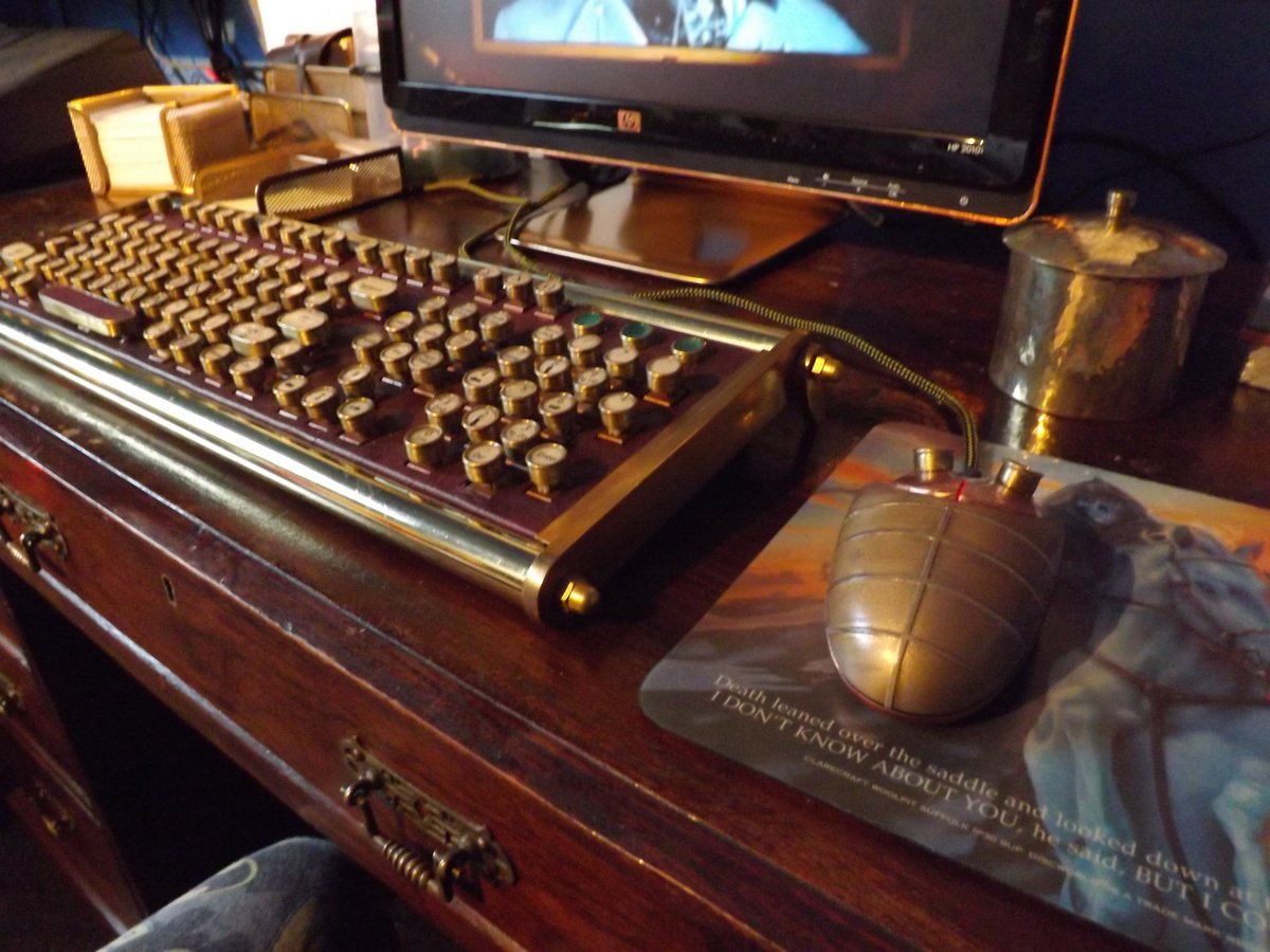 #Geek 🤓 Awesome of the Day: #Steampunk ⚙️ Brass Typewriter Style #Keyboard ⌨️ & Mouse 🖱️ by Mr Scofield via @LCHSed #SamaGeek #SamaCuriosities 👀