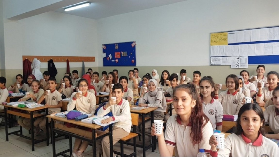 Esenyurt Kaymakamımız Sayın Dr. @KaragulVural  ın öncülüğünde başlatılan Sağlık İçin Çorba İçin kampanyasında haftanın en temiz sınıfı seçilen 8/O öğrencilerimize çorba ikramı yaptık. @tcesenyurt   http://osmannuribakirci.meb.k12.tr/icerikler/saglik-icin-corba-iciyoruz_8140706.html  … #çorba  #saglıklıbeslenme  #osmannuribakircioo