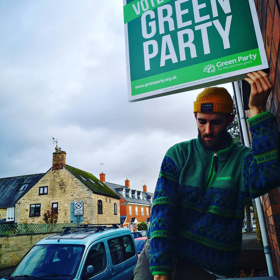 Ours is up 💚 #Stonehouse High St. So many reasons to vote Green - ❎ to stop Brexit ❎ to take serious action on climate change ❎ for crossparty working ❎ for system change - different kind of voting system, different kind of politics. #votebrave #votegreen #votemolly