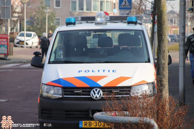 Inbrekers gezocht in Poeldijk https://t.co/oMQ6WrFU4M https://t.co/gY16ZfUSDd