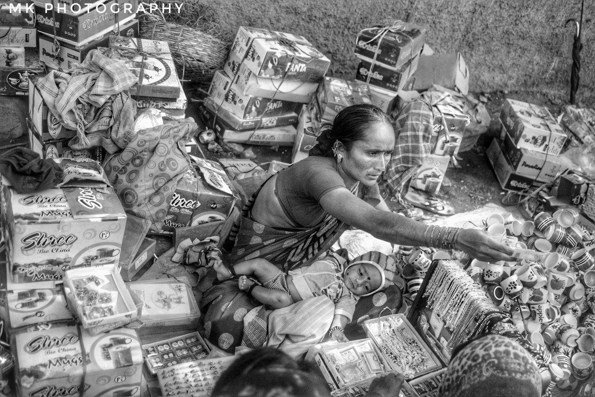 """ಕಾಣದ ದೇವರ ಪ್ರತಿರೂಪವೇ """"ಅಮ್ಮ""""  #photographers_of_india #photography #indianpictures #indianclicks #amma #ammalove #indianclicks #streetphotography #bijapurdiaries #happytravels #travelphotography #travel #storiesofindia #timesofindia #myclick  My clicks  Mk photographypic.twitter.com/mUZeeyJAu7"""