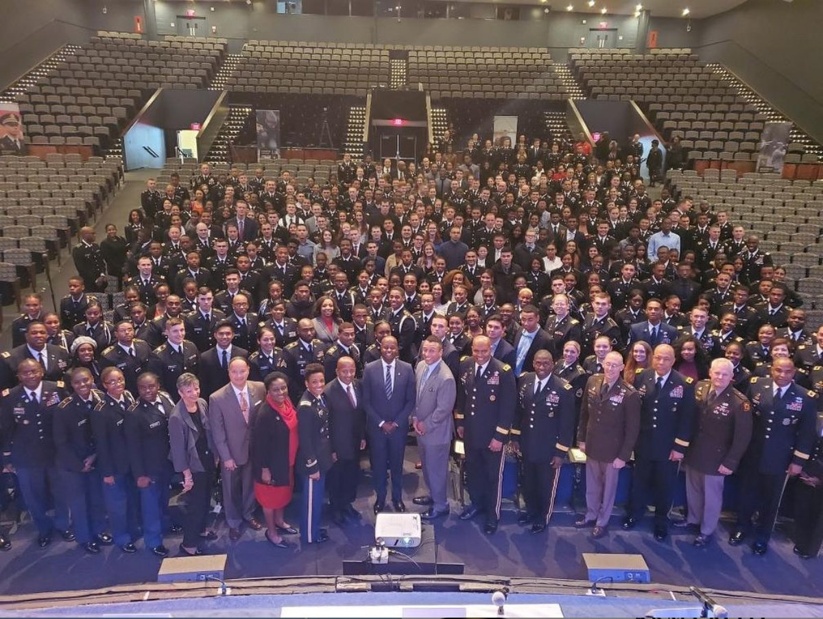 Please join me in expressing sincere thanks to the military veterans of our nation for their selfless service, dedication to freedom and defense of our country. - @HUPrez17