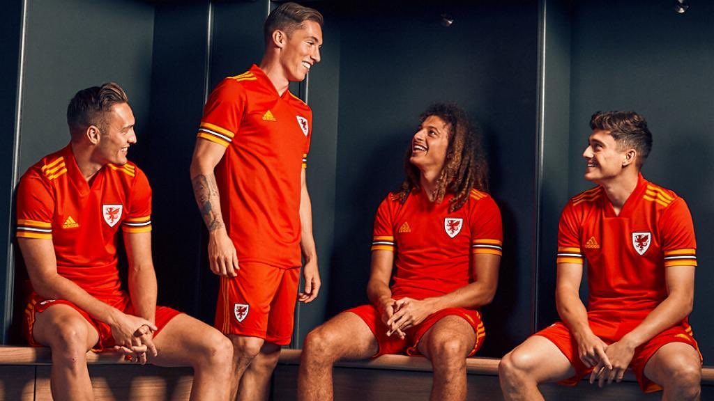 New kit🏴󠁧󠁢󠁷󠁬󠁳󠁿🔥 You can get the new @FAWales home shirt now from @jdfootball online & instore ⚽ #wales #jd