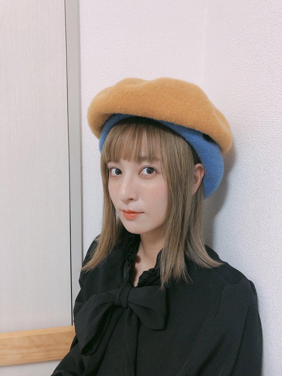 新しい髪色が好評で嬉しい🤭✨ちなみにこのベレー帽は2つとも乃愛のです=撮影者は乃愛ですぐっナイ🌝