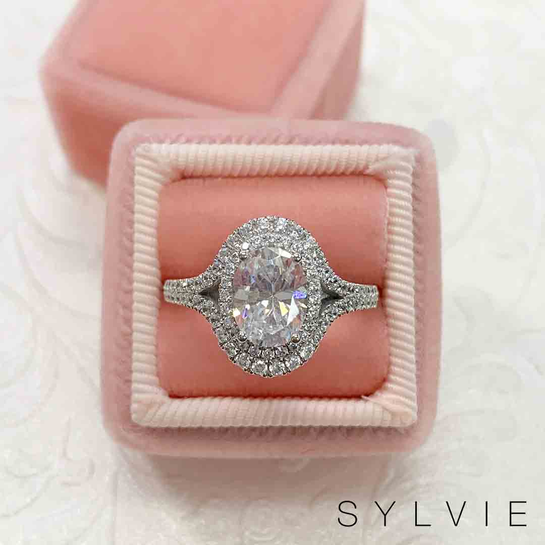 Put a #DiamondRing on it with this glamorous #DoubleHalo #Oval engagement ring! 💍 Who doesn't love double the sparkle? Find this beauty here --> !  (Style shown: S1879) #Diamonds #Engaged #FallTime #SeasonsChanging #Autumn #Proposals #SylvieCollection