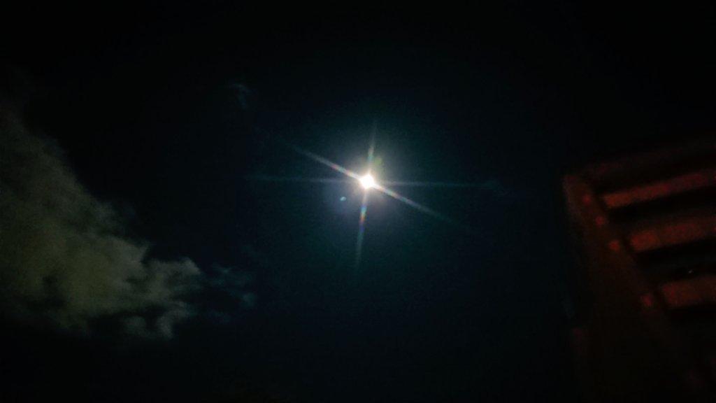 今宵は満月かや(*ˊ˘ˋ*)?ポッキー食べるの忘れた!!。゚(゚ノ∀`゚)゚。アヒャヒャ