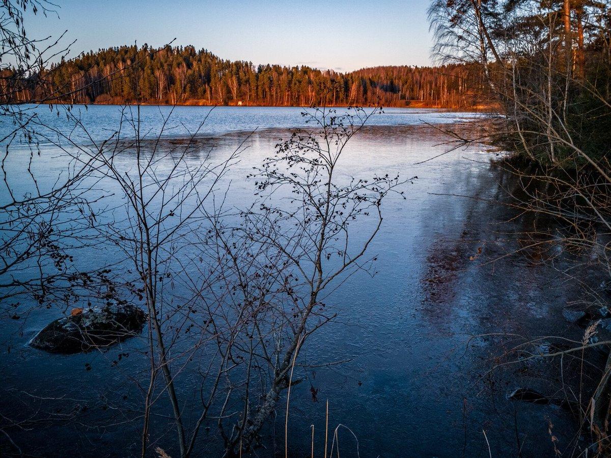 Фото берег озера утро восход также