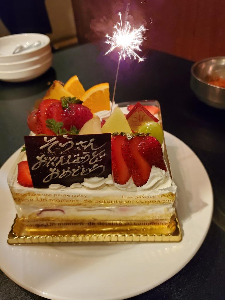 ちょっと早いけどお祝いしてもらってしまったー!普通に飲みだと思ってたのでサプライズでビックリ!わあい(*´ω`*)店員さんがケーキ持ってきた時に「え、誰が誕生日だろう?」って思うぐらいサプライズだった笑。私か!