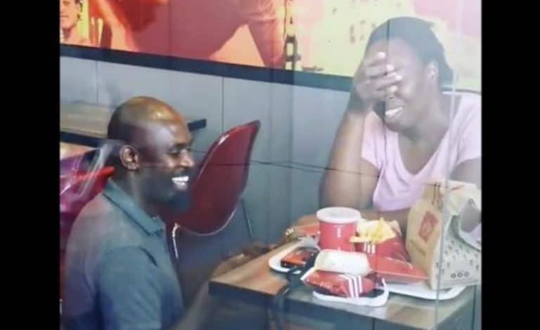 Twitter Goes Wild After This Simple KFC Marriage Proposal @Nairobi_News :  #SouthAfrica #KFCProposal #KFCWedding #OurPerfectWedding #StreetwiseWedding