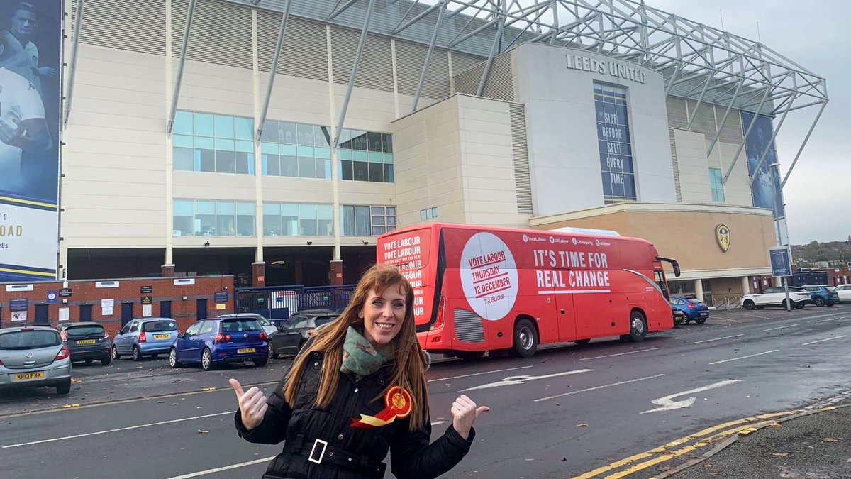 Who'd have thought it? @AngelaRayner outside Elland Road! This year, we're going to get a Labour Government. And this season, we're going to get @LUFC back in the Premiership where we belong! #mot #waccoe #alaw