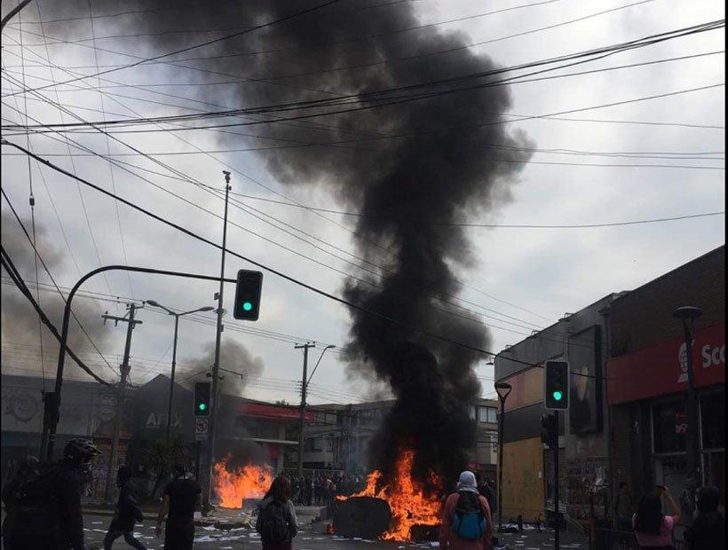 RT @laestrelladeqta [VIDEO] Vándalos atacan las cámaras de seguridad y provocan desórdenes en Quilpué https://t.co/sEtcxVpapU