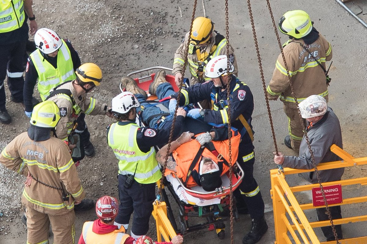 Southbank construction worker rescued from 50 storeys up. More on #MelbourneExpress theage.com.au/politics/victo…