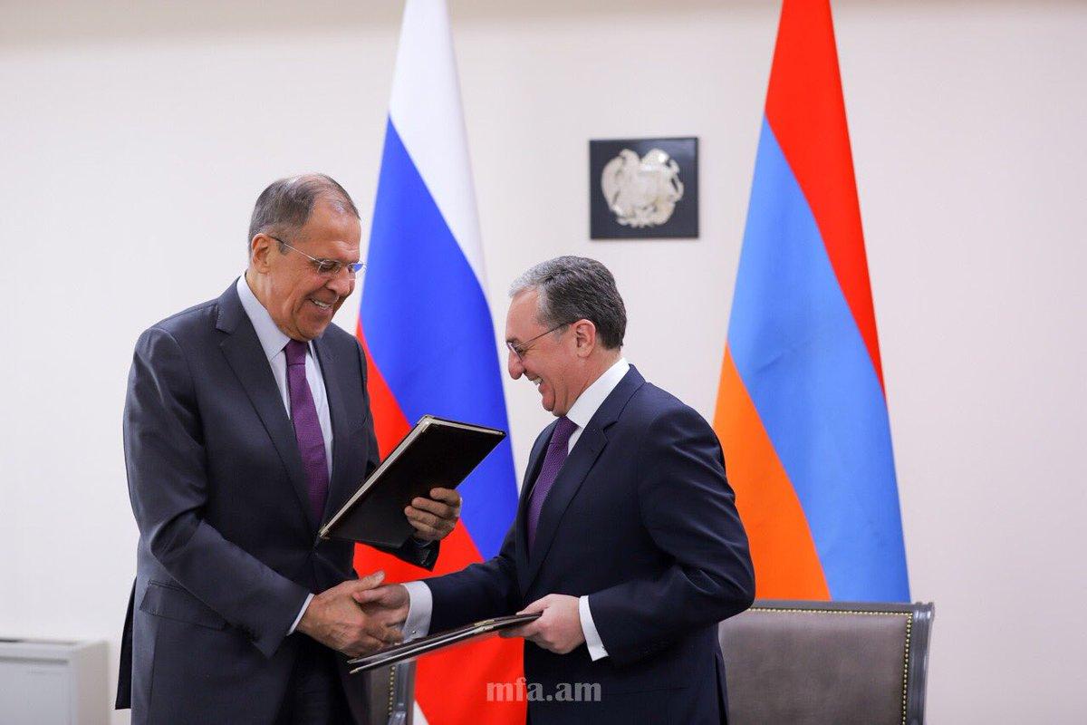 Глава МИД Армении Зограб Мнацаканян именовал визит Сергея Лаврова в Ереван продуктивным