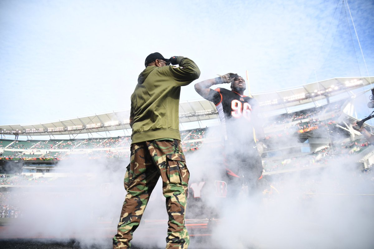 This Is Salute To All The Men And Women Who Served! Vía #TeamDunlap #Veteransday #NFL #SaluteToService<br>http://pic.twitter.com/JzdpVX8pXP