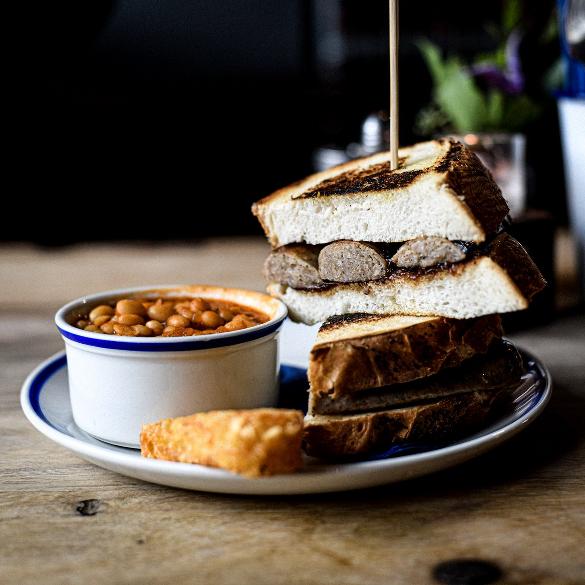 Our brunches are served from 10am on Sat and Sun, and include the sausage and caramelised onion sandwich on toasted house bloomer, served with hash brown and baked beans  We'll just leave this here…  #ilovebreakfast #breakfastideas #breakfastfood #breakfastgoals #weekendbrunch <br>http://pic.twitter.com/KO8QgjPJrl