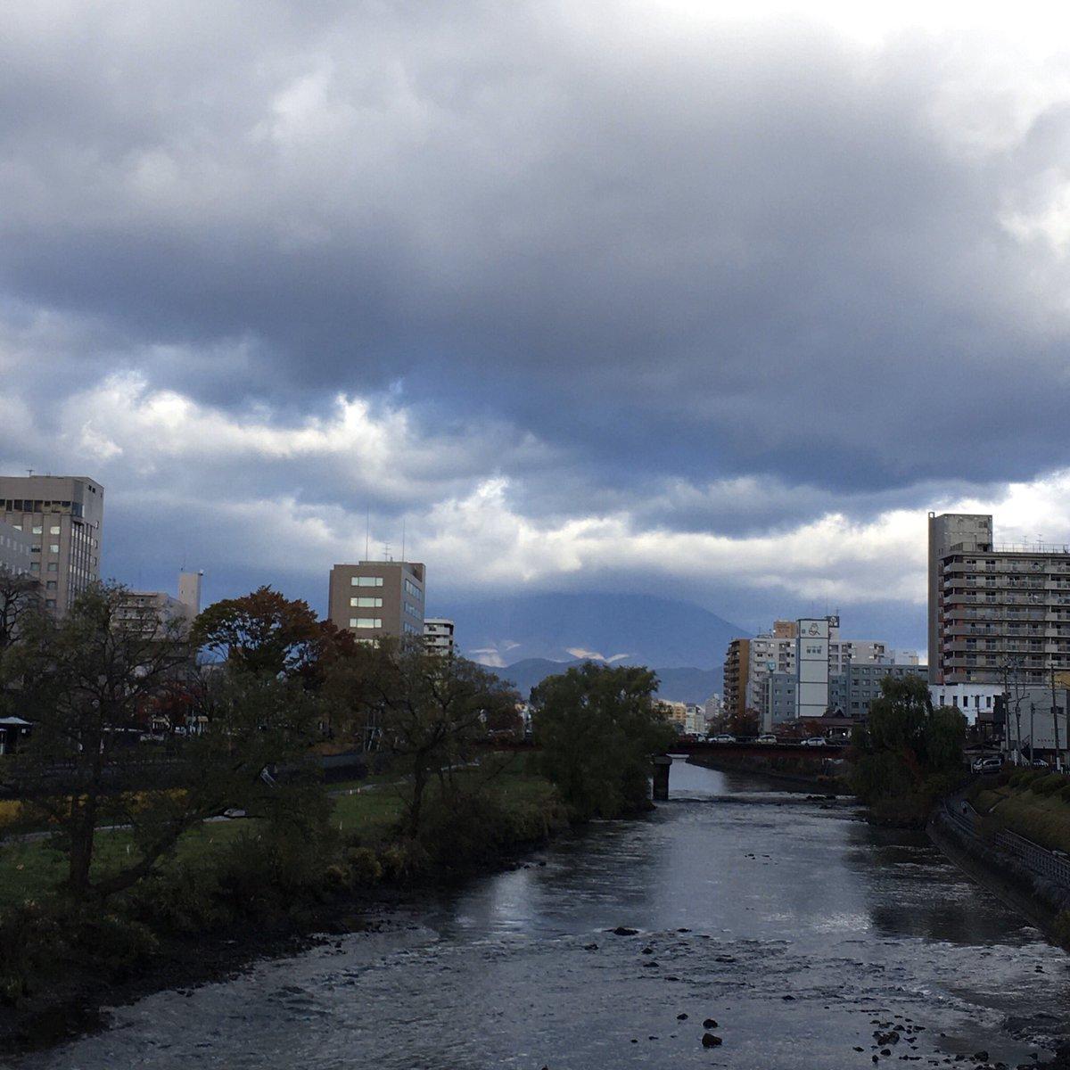 2019/11/12 盛岡市の開運橋から撮影。みなさま、体調管理に気をつけてお過ごしください。 #岩手 #盛岡 #北上川 #岩手においでよ