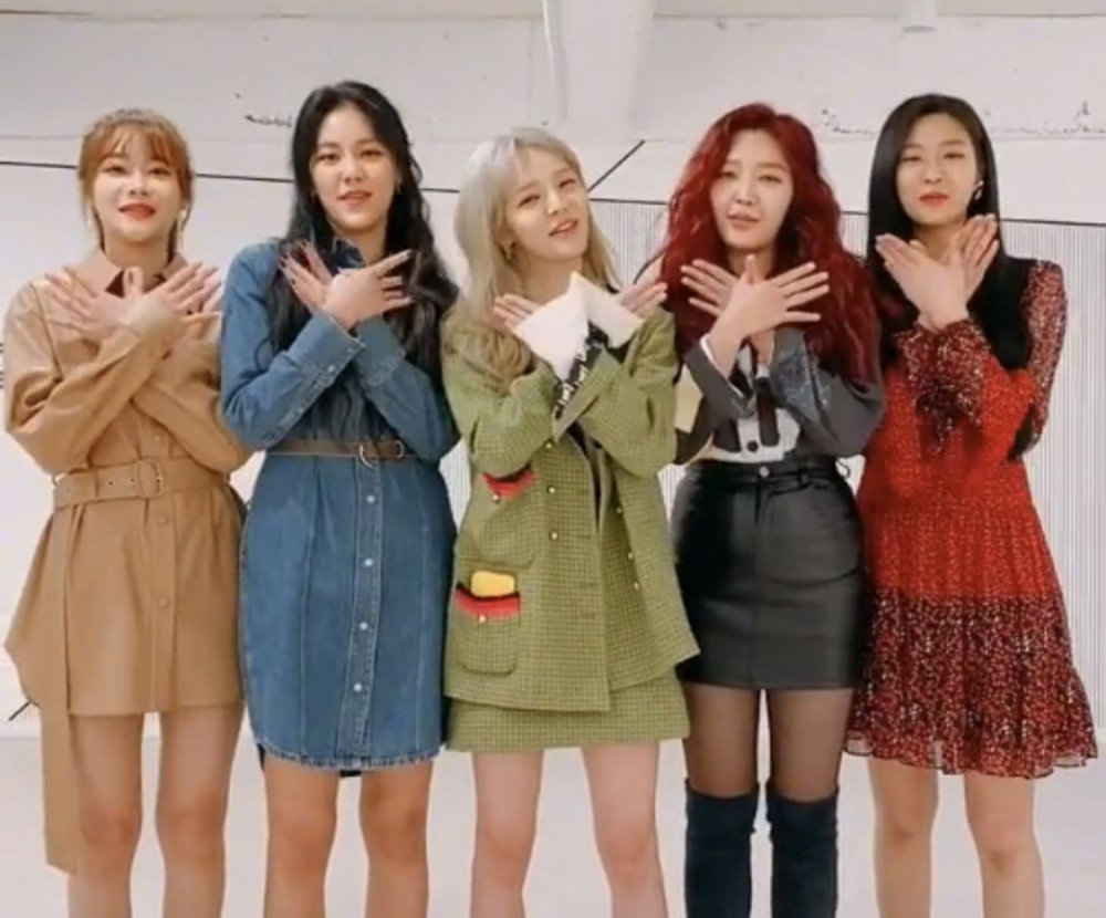 [USER POST] AOA open official group TikTok account ahead of comeback  https://www. allkpop.com/article/2019/1 1/aoa-open-official-group-tiktok-account-ahead-of-comeback  … <br>http://pic.twitter.com/iwurffD9fO