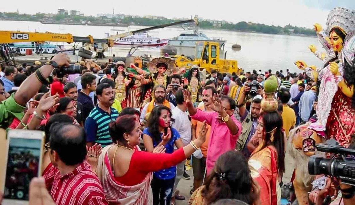 10 things to experience in Kolkata during Durga Puja  See: https://isrg.me/7CZeXR  @isrgrajan #MondayMotivation #IsrgRajan #Durga_Festival #Durga_Puja #fesivals #Kolkata