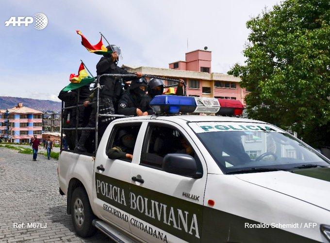 Evo Morales en México, y en Bolivia el ejercito sale a 'contener'