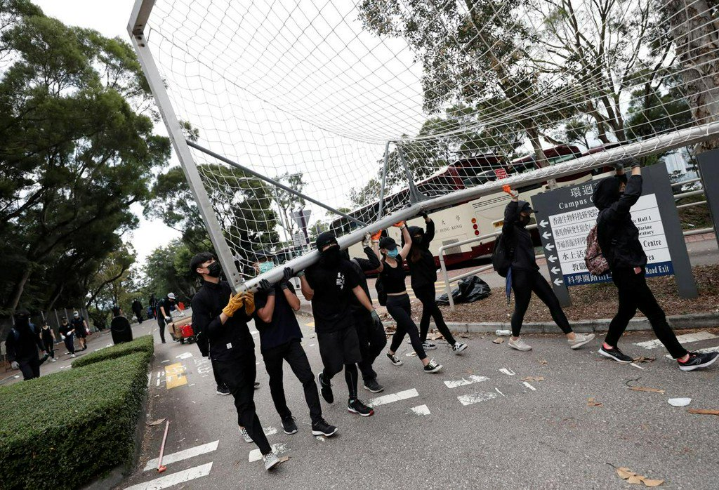 Hong Kong on edge as police fire tear gas at university campus https://reut.rs/32C1hl6