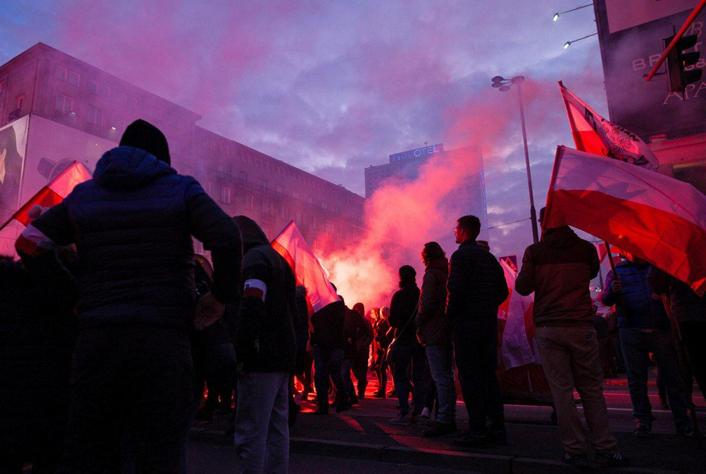 Polish far-right groups march on independence anniversary https://www.reuters.com/article/us-poland-independence-march-idUSKBN1XL22R?utm_campaign=trueAnthem%3A+Trending+Content&utm_medium=trueAnthem&utm_source=twitter …