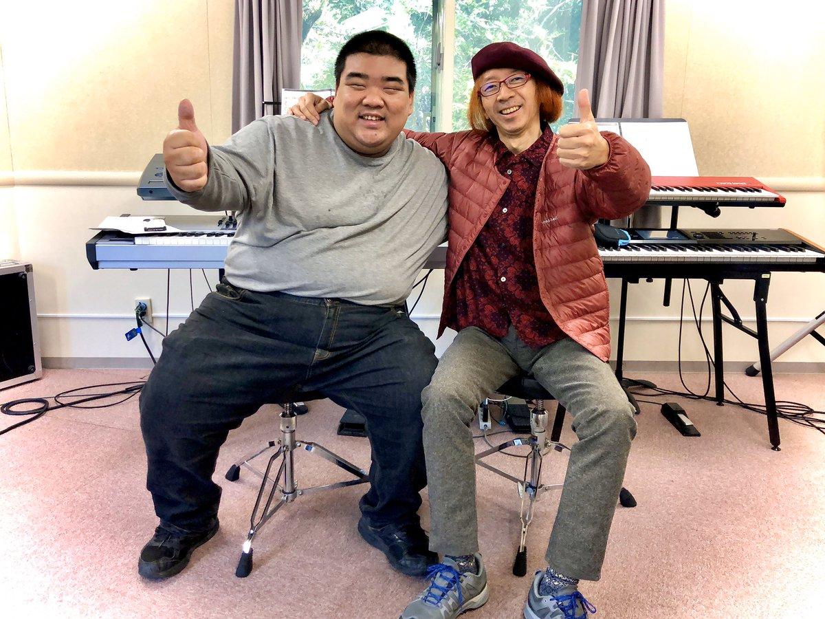 私とジャイアント生徒‼️ (☝ ՞ਊ ՞)☝ Me and the giant student‼️ (☝ ՞՞)☝  #渡辺邦孝 #KunitakaWatanabe #デスクリムゾン #DeathCrimson #山水館 #SanSuiKan #SanSuiKanRock