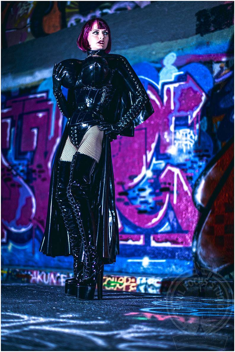 #picoftheday Check My pic of the day by Soul Focus Studio! I'm wearing all My own rubber, tightlacing corset by Sue Nice + boots by #LittleShoeBox!  #mistresstokyo #soulfocusstudio #fetishphotography #sydneymistress #rubbermistress #littleshoebox #latex
