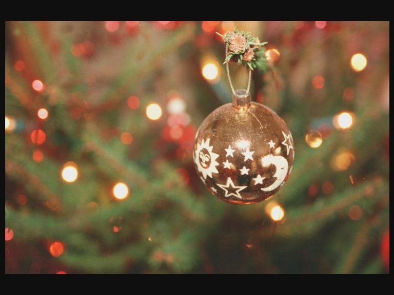 "Are you dreaming of a ""woke"" #Christmas? How sustainable is your festive season? Campaigners are urging us to take action such as renting a tree, re-using decorations and sending e-cards. What do you think? Get in touch #BBCWorkLife and we'll see you at 08:30 @BBCNews @BBCWorld"