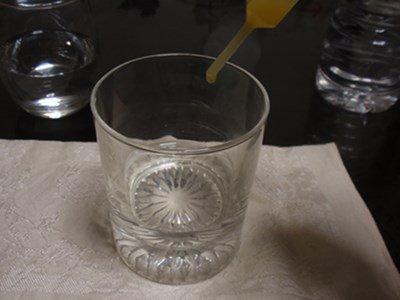 いろはすみかんって、みかんジュースを薄めりゃできんじゃないの? ナメた態度で水にスポイトで一滴ずつみかんジュースを投入して試し飲み。結果、1滴~20滴ぜんぶ「薄いミカンジュース」という結果に…。いろはすみかんは完成されたおいしさでした。