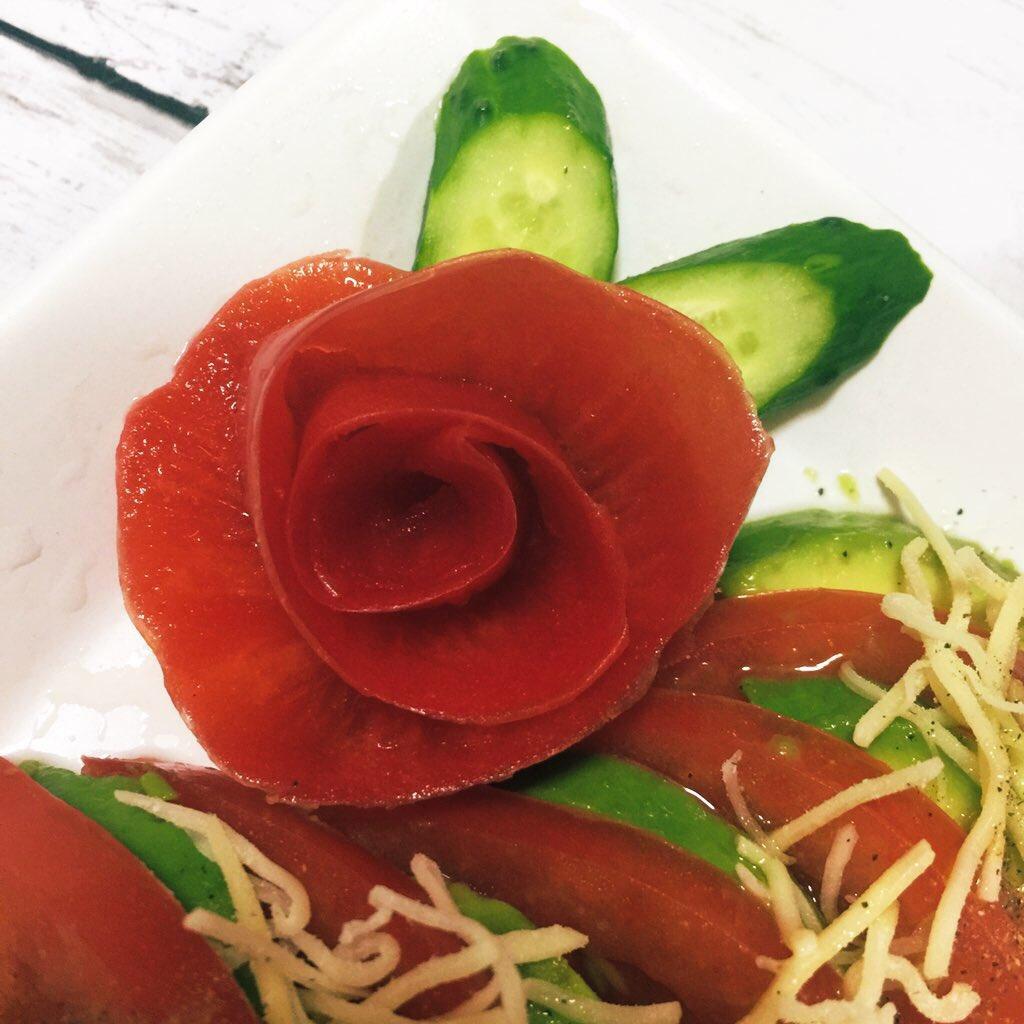 【レシピ】『トマトの薔薇の作り方』愛を伝えたいのに薔薇がない時にお勧め