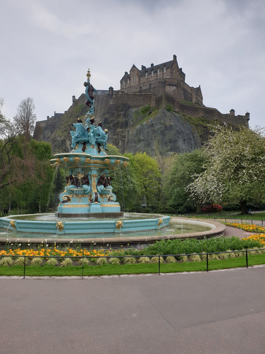 @perthtravelers @windsofjane @StromfieldAdvs @Adventuringgal @TravelBugsWorld @carpediemeire @2dancingpandas I would absolutely love to visit Sydney and see this for myself Wendy. Beautiful photo. Thank you for the #TravelTuesday tag. Can I share this photo of Edinburgh castle instead?  How about you @GreenMochila @LaceDiaries @the_prosperity @SonjaSwissLife @TravelingNess @TrippaTrips
