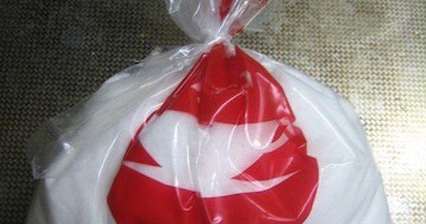 使いかけの砂糖やお米もこれで安心!道具を使わず袋を閉じる方法: 輪ゴムやクリップがなくても、使いかけの砂糖やお米の袋をキュッと閉じる方法を紹介!ポイントは袋の開け方・切り方にありました。