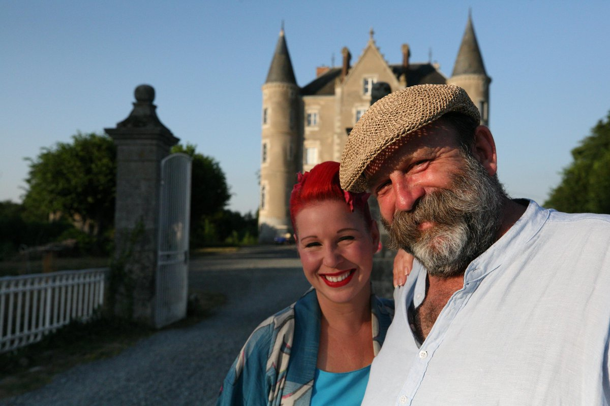 After 7 days consolidation, the return of #Escapetothechateau pulled in the shows biggest audience to date - 2.8m viewers tuned in to series 6 ep 1. Congrats to @dickstrawbridge and @vint_patisserie 👏👏 channel4.com/programmes/esc…