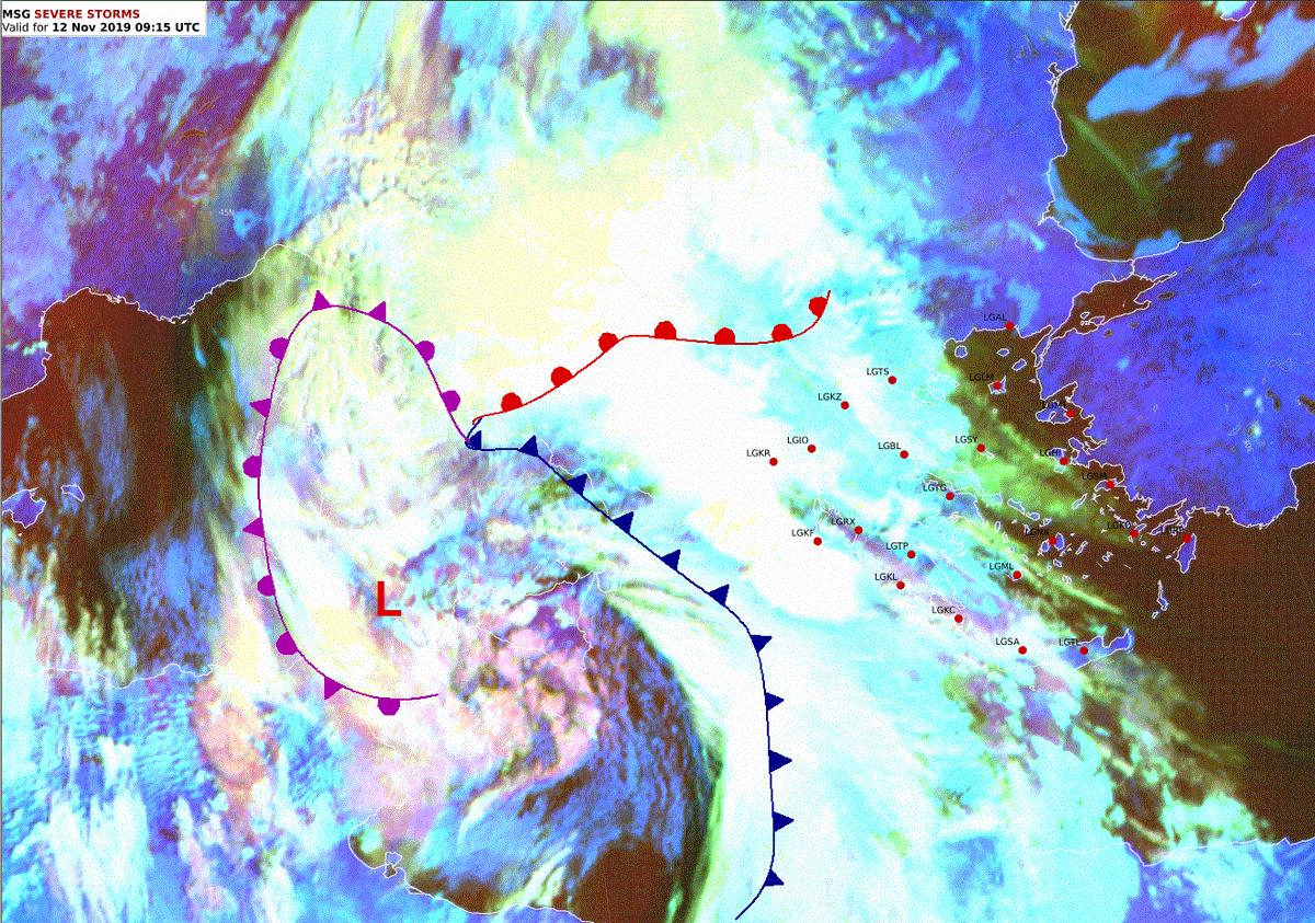 Η πραγματική κατάσταση τώρα και ο χάρτης με τα 12ωρα ύψη βροχής από το μεσημέρι εως τα μεσάνυχτα της Τρίτης .Τοπικά στα Βορειοδυτικά φτάνουμε τα 103.5mm . Στα υπόλοιπα δυτικά μεταξύ 50-70 mm κατά μέσο όρο