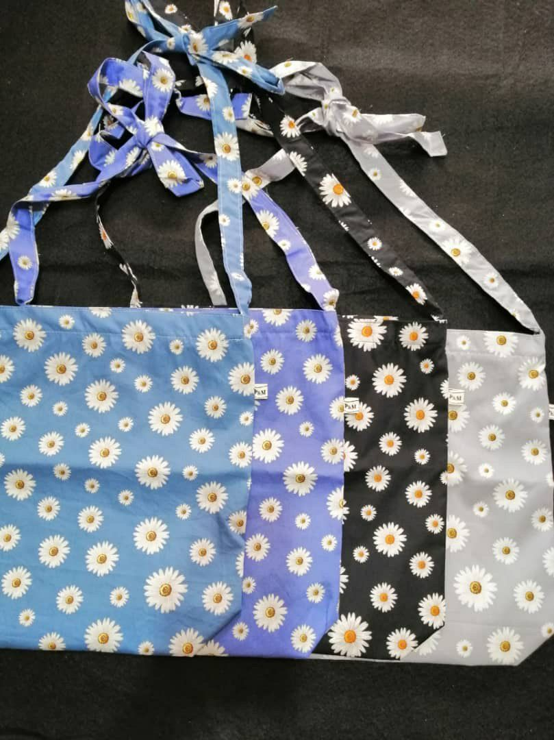Sling bag ribbon    Ada zip  Ada poket dalam  Tali boleh ubah/bentuk  Kain cotton canvas  Saiz dalam lingkungan 39×32cm  Harga RM50  November sale RM 35  *harga tak termasuk postage  #slingbag #slingbagmurah #slingbagmalaysia #slingbagribbon #slingbegpic.twitter.com/HSfF07V39E