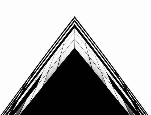 [ estructura piramidal ]#joseconceptes #vinaròs #creative #creativity #archilovers #piramid #architecturephotography #arquitectura #abstract #architects #abstraction #lineart #simplicity #keepitsimple #minimalplanet #minimalhunter #minimalista #minimali… https://ift.tt/33GQes6