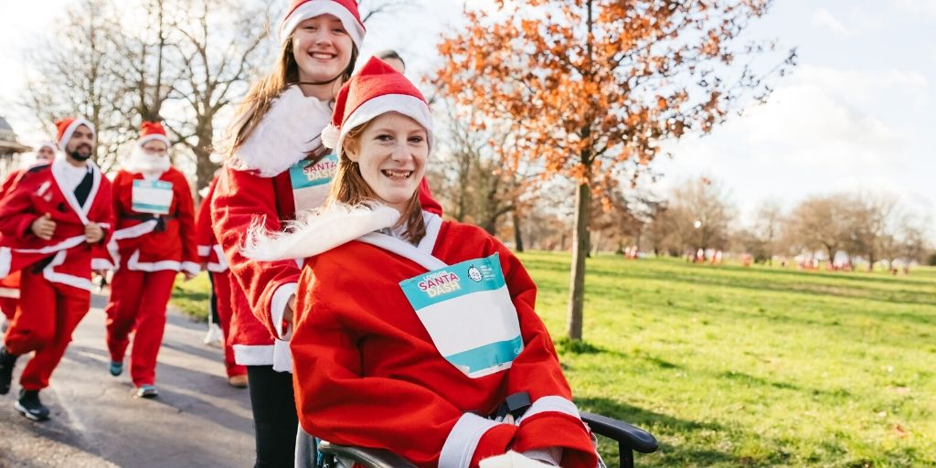 """""""The atmosphere was great, with lots going on before and after the actual run. The warm-up was fun – it was funny seeing so many Santas all doing the floss! Last year, GOSH patient Bryony took part in #LondonSantaDash. Heres her story bit.ly/2KbYJ6Q 🎄🌟"""