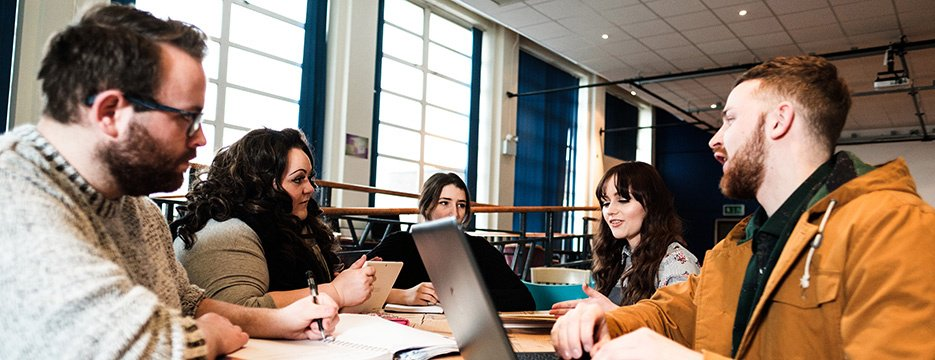 Want to know more about a course or student life at Wrexham Glyndŵr? Chat to one of our online student ambassadors today. socsi.in/5Y3Go #unibuddy #mywgu #chattoastudent #studentlife