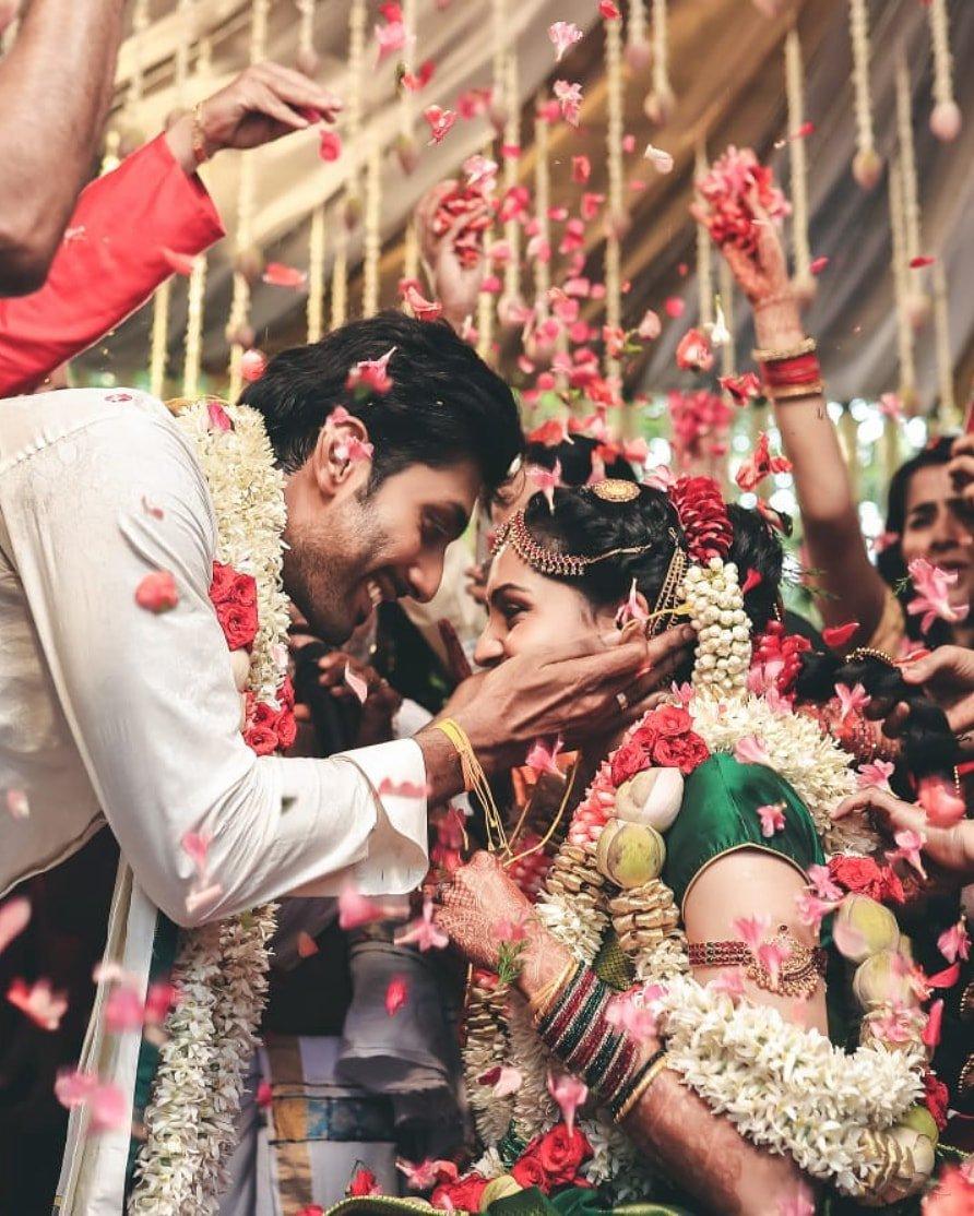 ರಿಷಿ ಮತ್ತು ಸ್ವಾತಿ ಅವರ ದಾಂಪತ್ಯ ಜೀವನ ಚೆನ್ನಾಗಿರಲಿ ಎಂದು ಶುಭಕೋರುತ್ತೇವೆ.  #ActorRishi  #Swathi #HappyMarriedLife  Follow us on: @KFNofficial   #Sandalwood #KannadaFilmNagar #LatestKannadaMovies #KannadaCelebs #KFN #Celebs #LatestKannadaNews #LatestUpdatespic.twitter.com/xL6TvEDZBE
