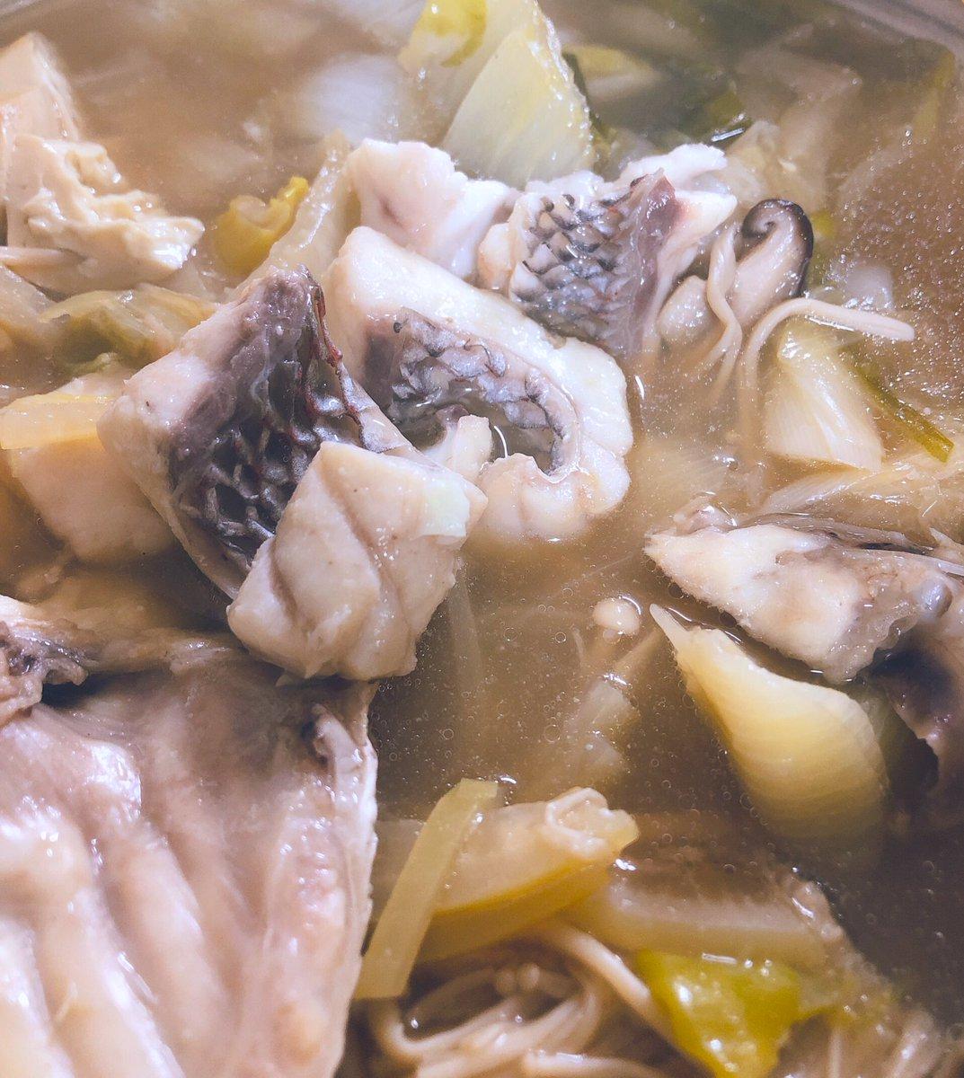 2kg以上ある鯛(60cm)を1500円で買ったのだけど、鯛鍋も、熱燗の骨酒も、刺身も、漬け丼も、兜の煮付けも作れたのでめちゃお得だった。
