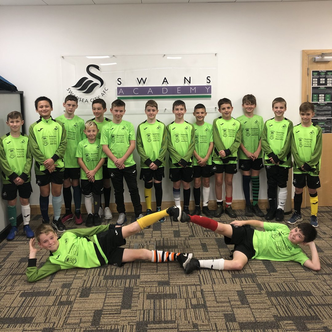 To mark #OddSocksDay and #AntiBullyingWeek2019, our under-11s team discussed what bullying is, the impact of it and how to raise awareness... <br>http://pic.twitter.com/7lN3xfyHgB