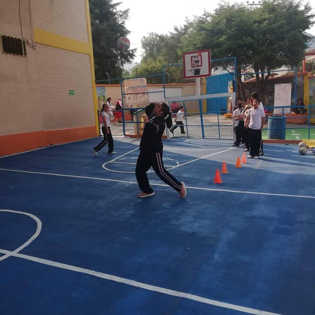Participa en nuestro taller de vóleibol. PARÁ TODOS LOS NIVELES  #LeBerger #CanchasDeportivas #Formación #Voleibol #SomosLeBerger, #SomosGenteDeValor  Para mayor información: Preescolar/ Primaria 5787 7909  Secundaria/ Preparatoria 5770 0669pic.twitter.com/QCRK40KW3N