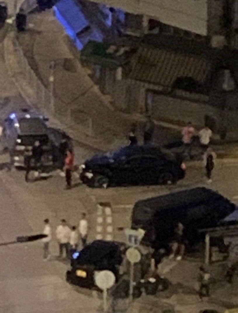 Day 158: 13/11/2019#安全警告 #SafetyAlert 0027元朗西邊圍大量白衣人拎刀White-shirt men holding knifes spotted at Sai Pin Wai in Yuen LongSource: @hktgb2 #HongKongProtests #721YuenLongAttack
