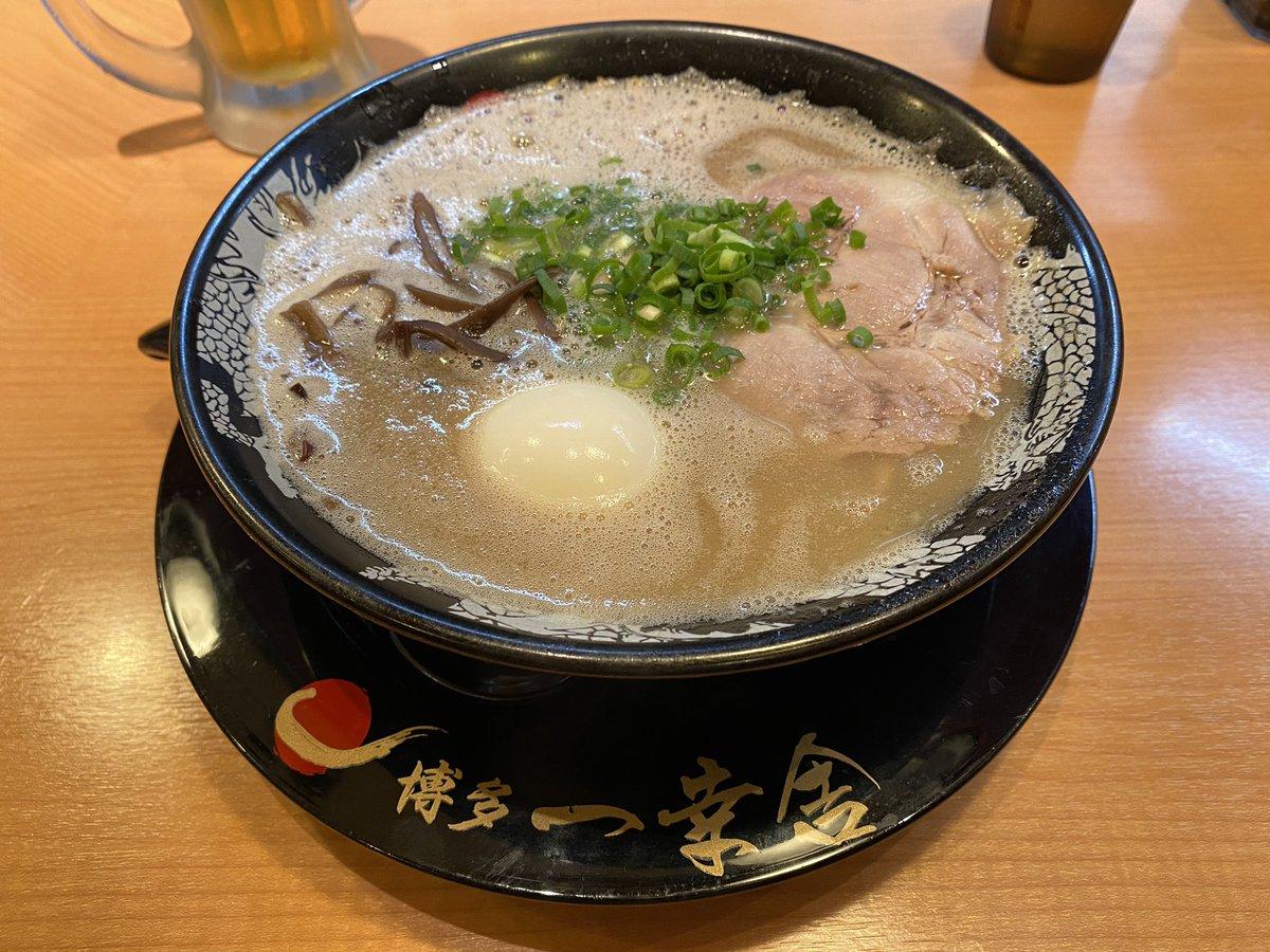 博多ラーメン喰らった( ´• ɷ •` )美味い