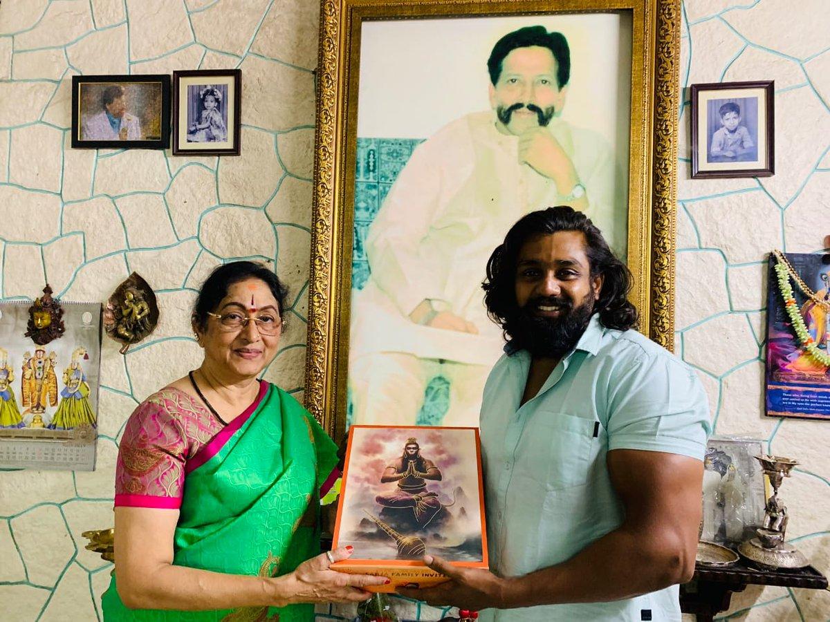 Action Prince #DhruvaSarja's Marriage Invitation to Sandalwood Celebrities.  Follow us on : @KFNofficial   #Sandalwood #KannadaFilmNagar #LatestKannadaMovies #KannadaCelebs #KFN #Celebs #Actor #Actress #LatestKannadaNews #LatestUpdatespic.twitter.com/JrwN5ebK5m